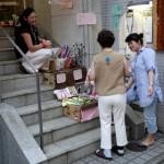 祇園祭 学楽京都四条教室前でアクセサリー販売中