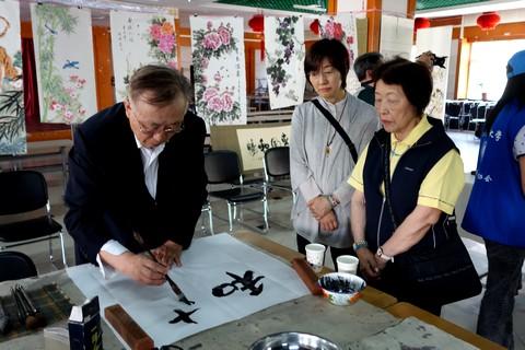 中国語教室学楽 ハルピン文化交流旅行 書の披露
