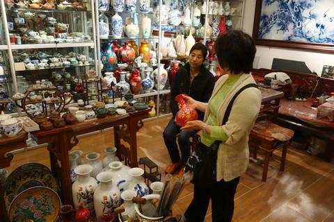 中国語教室学楽 ハルピン文化交流旅行 中国骨董のお店